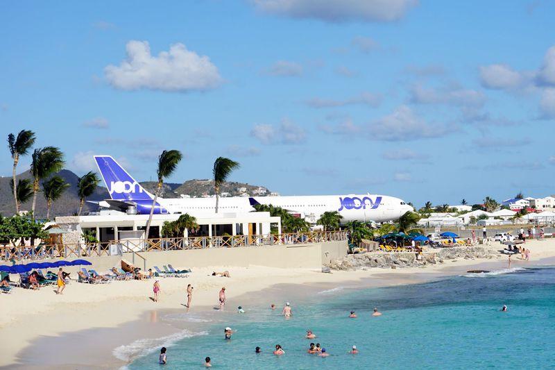 海と飛行機が目の前!カリブ海「ソネスタマホ・ビーチリゾート&カジノ」