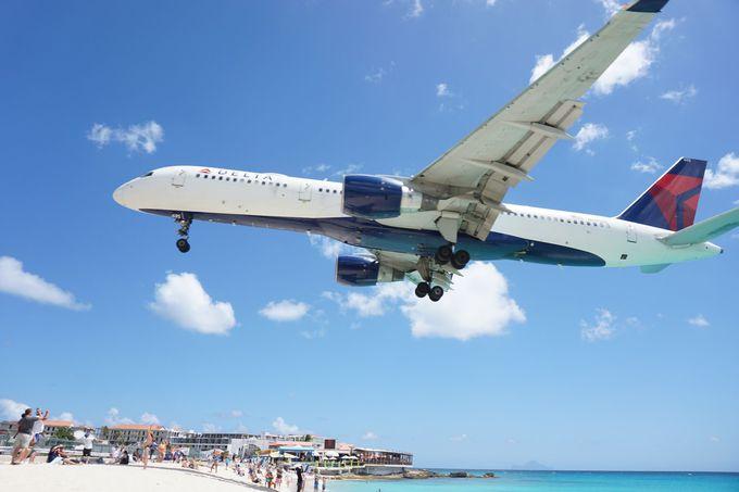 飛行機が間近に見えるマホビーチへも徒歩3分