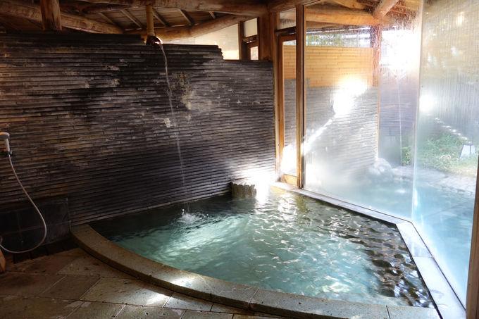 中庭に湧く奈良時代からの名湯