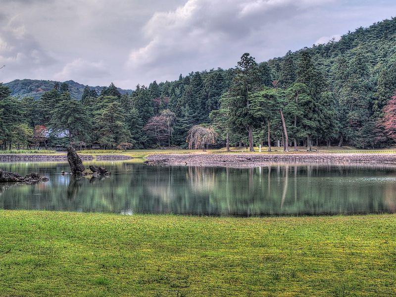 世界遺産の平泉・毛越寺庭園をとことん楽しむ!作庭記と歩く浄土庭園