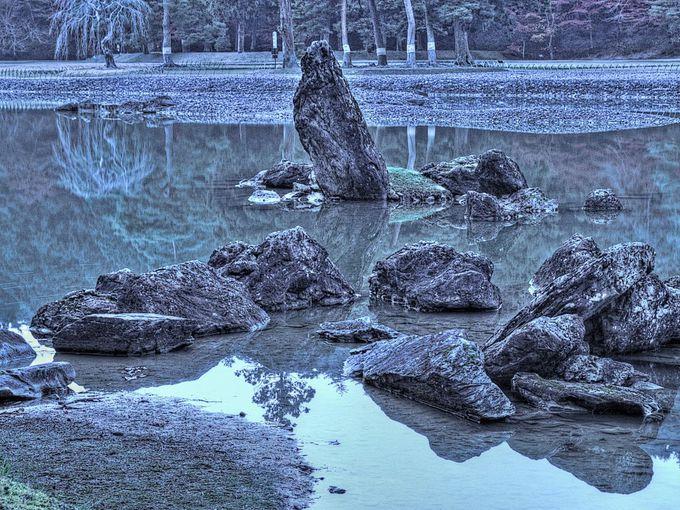 池の石はそこよりつよくもたえたるつめいしををきてたてあげつれば