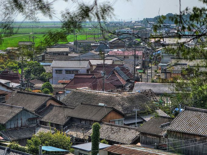 神社のある高台から庄金の町を一望