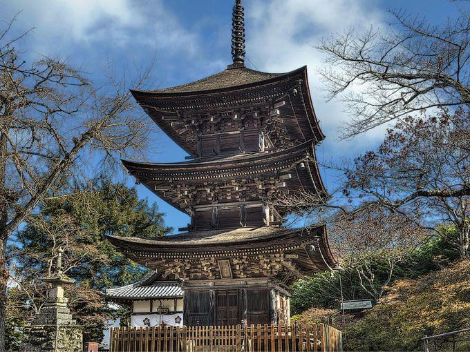 未完成の完成塔とよばれる前山寺三重塔