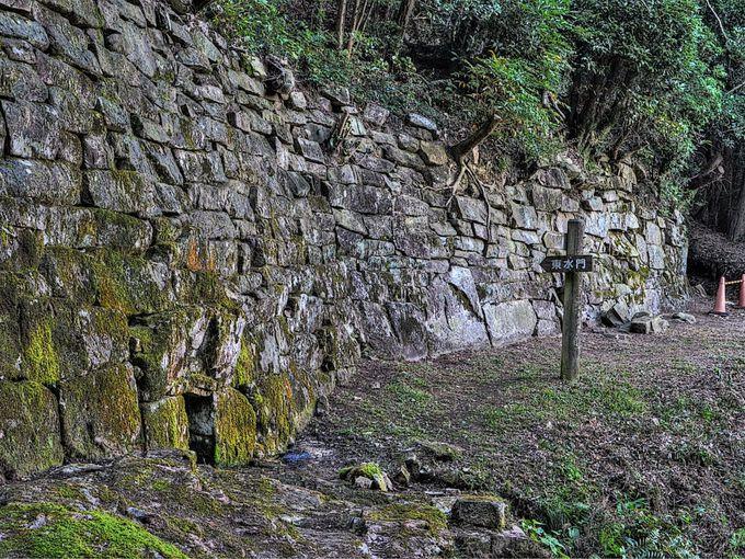 神籠石式山城では水門の石垣に注目!