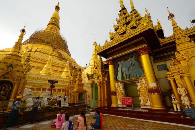 地元の熱い信仰心が見られる豪華絢爛シュエダゴン・パゴダ