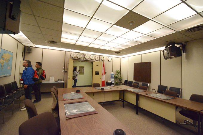 閣議室や金を持ち込むための倉庫も備わる