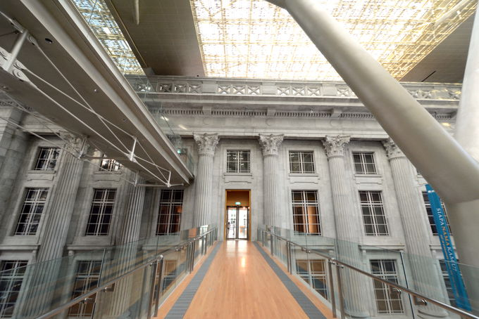 市庁舎と最高裁判所が合体!美術館に生まれ変わる