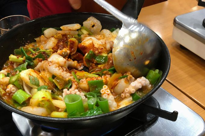 タコやエビなど海鮮の旨味が鍋にギュッと凝縮!