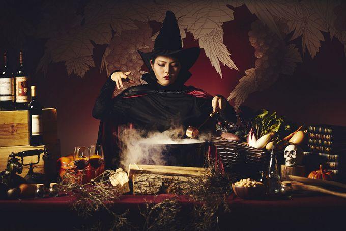 19:30 魔女がお出迎えするYYgrillで夕食