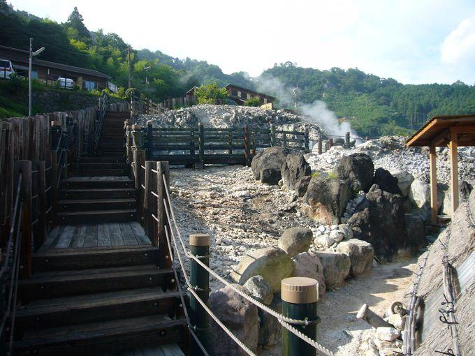 別府八湯のひとつ「明礬温泉」は見どころ満載