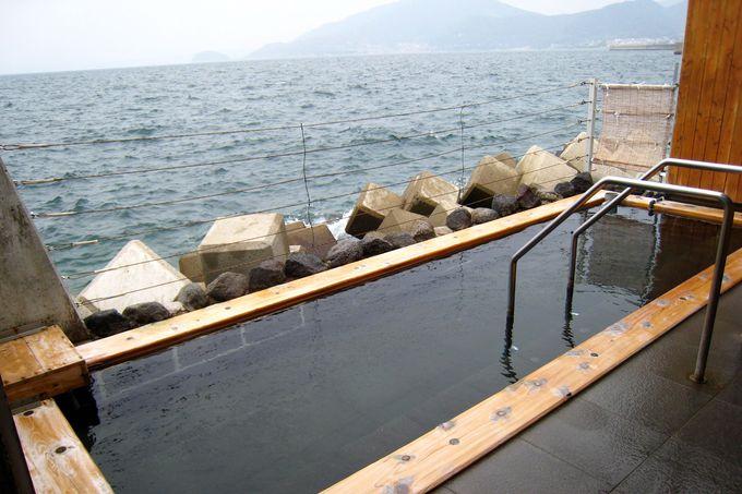 人気の海上露天風呂「波の湯茜」