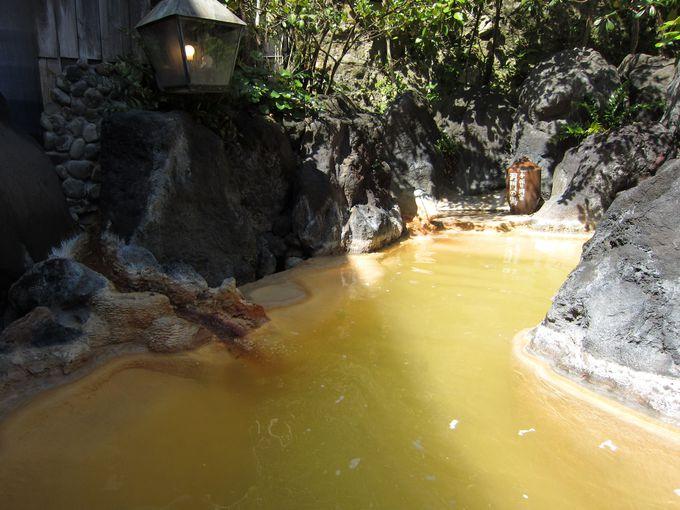 白湯と赤湯のダブル温泉に浸かって温泉三昧
