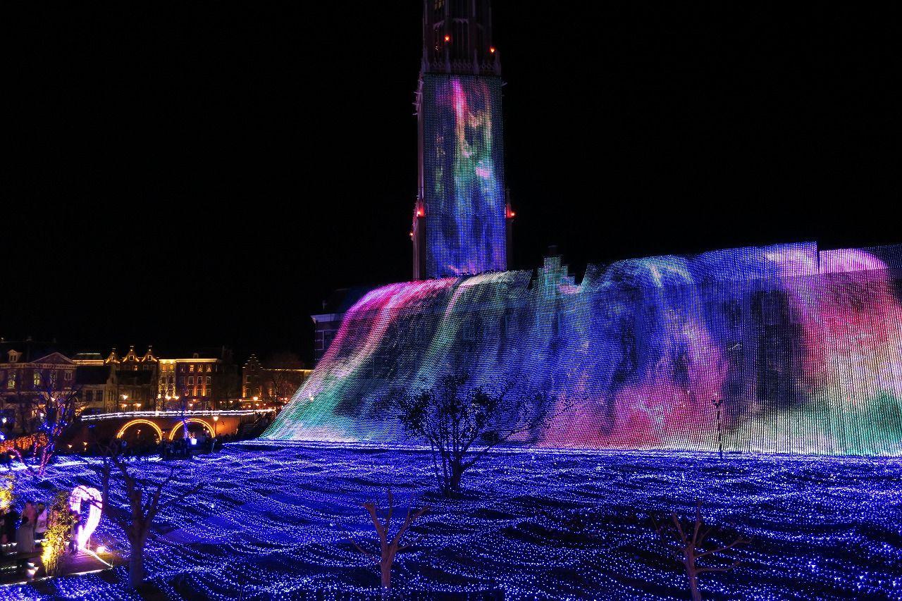 華やかなイルミが場内を彩る「光の王国」