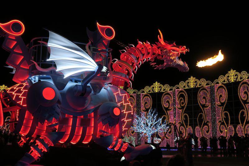 ハウステンボスのイルミは見所満載!炎を噴く光のドラゴンロボットが初登場