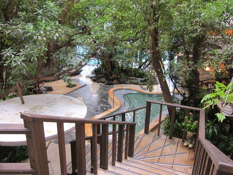 ジャングル風呂がユニーク!福岡・原鶴温泉「泰泉閣」W美肌の湯も満喫