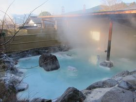 由布院温泉 束ノ間の珍しい青湯と地獄蒸し料理