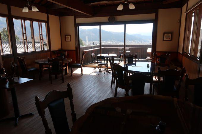 湯布院の町並みを一望「絶景カフェ」