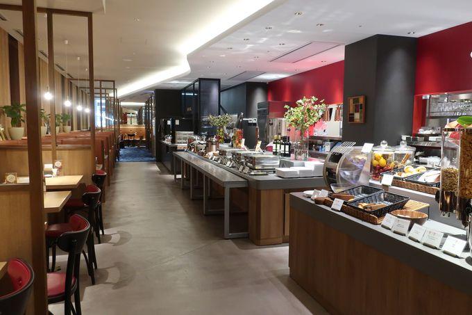 食事は館内レストラン「ロイヤルホスト天神西通り店」が快適