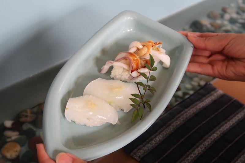 お寿司が小舟に乗ってどんぶらこ!天草「鮨ざこや」