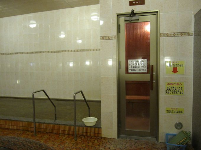 大浴場「桃晃温泉」、無料の足湯も設置
