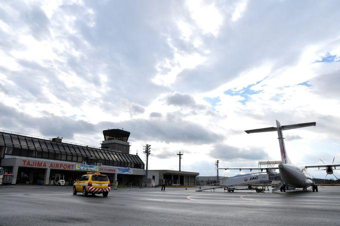 本州最短路線の空港、出発前の飛行機を間近で見学