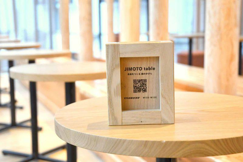 大阪産クリの木を使って作った椅子やカウンター