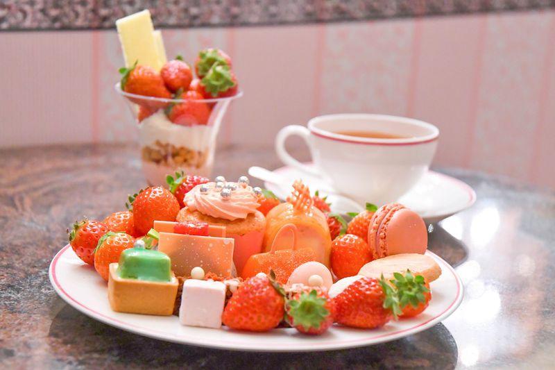 セントレジスホテル大阪 華麗なる「ストロベリー」デザートサロン