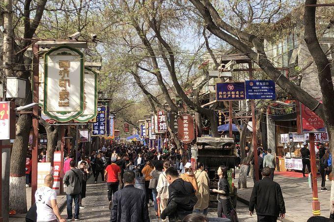 西安のグルメスポット「回坊風情街」で食べ歩き