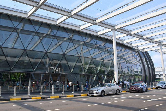 空港の各ターミナルから連絡通路でアクセスできる