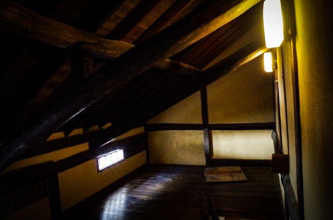 秘密基地のような2階に上がってみよう!