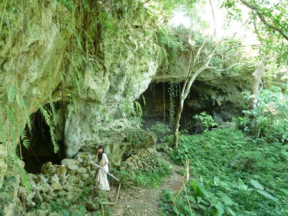 ジャングルのような大自然の中にヤジャーガマ入口があります!