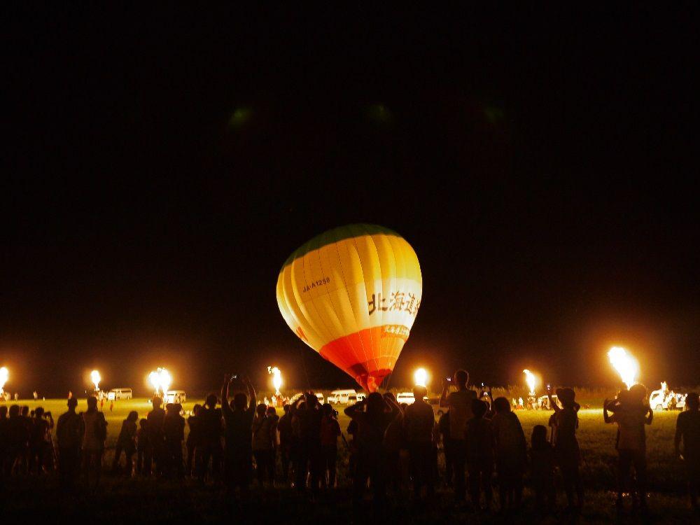 夜の熱気球見学、バルーングローも必見です!