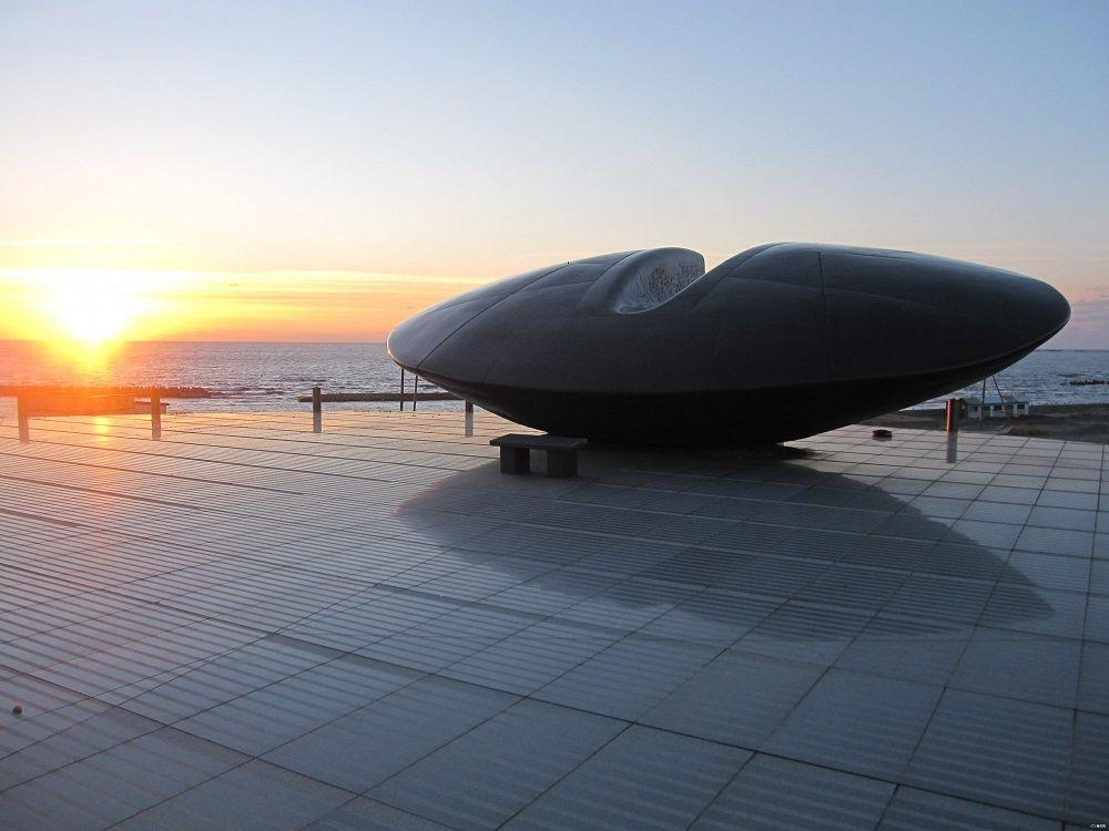 南西沖の大海原を見守る「時空翔」で感じるもの