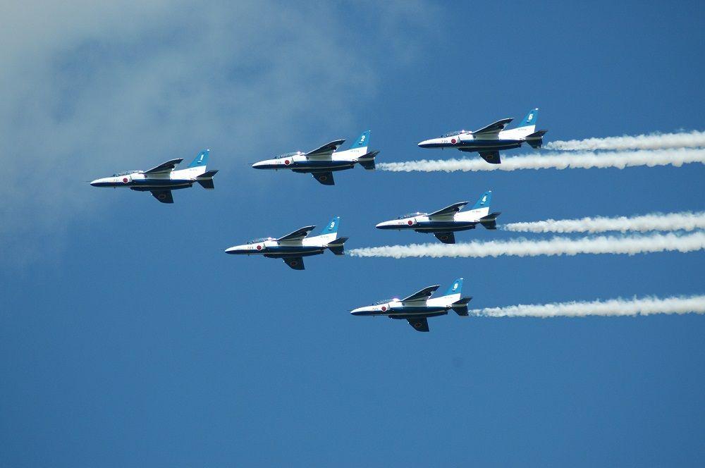 大空に感動を描くブルーインパルスを見よう!千歳基地航空祭