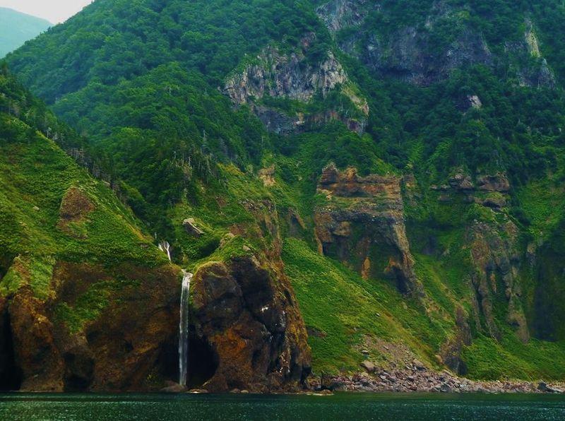 切り立つ断崖絶壁に広がる自然の芸術