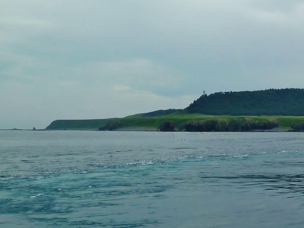 「知床観光船おーろら」から見る、北の果て「知床岬」の姿