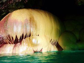 美しい神秘の世界!宮古島「保良泉鍾乳洞(パンプキンホール)」