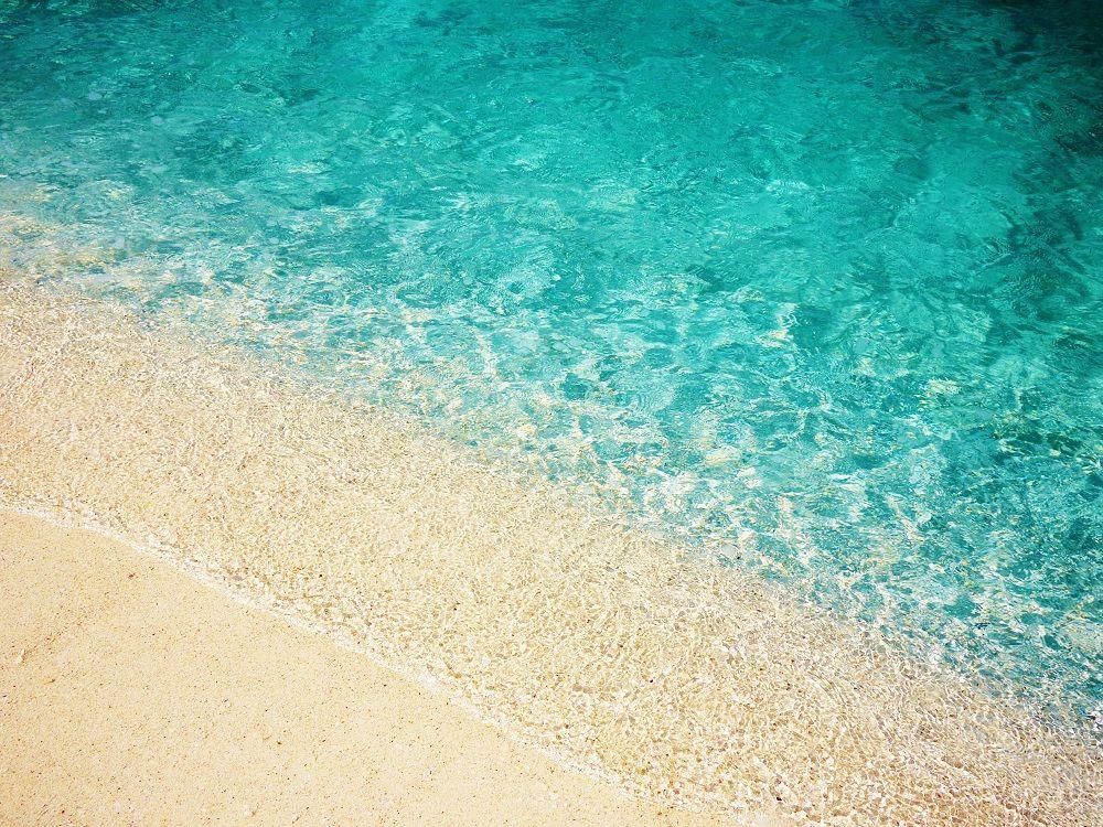 まるで宝石のような「はての浜」の波打ち際