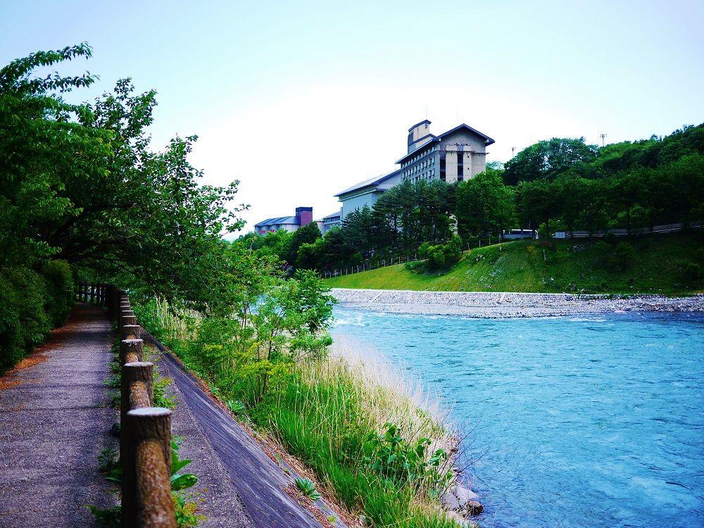 谷川岳の雄大な自然に囲まれた温泉郷「水上温泉」