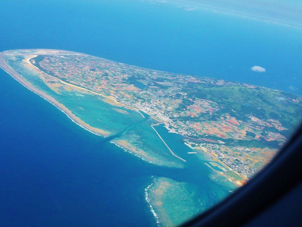 久米島空港まではプロペラ機の奏でる音を聞きながら風景を楽しもう!