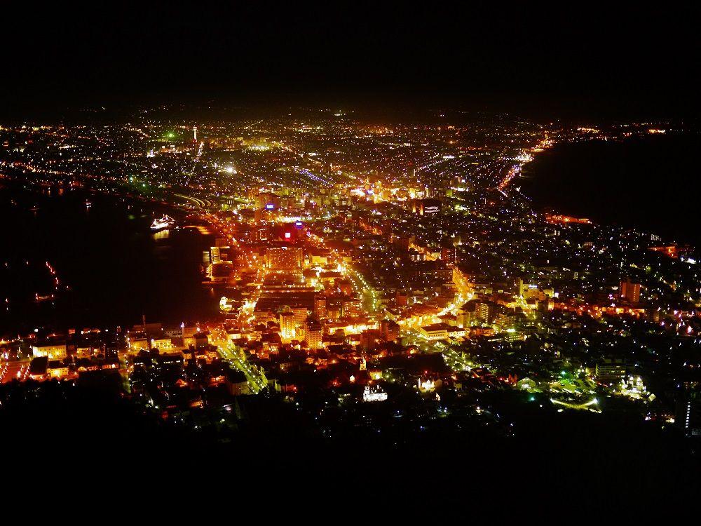 北海道の宝石箱!人々の心を虜にする世界三大夜景「函館山」