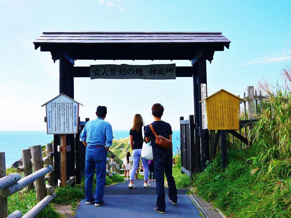 かつては女人禁制の地だった積丹半島「神威岬」を歩く