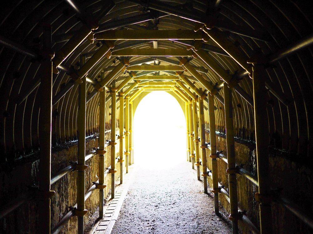 「島武意トンネル」の中は夏でもひんやり