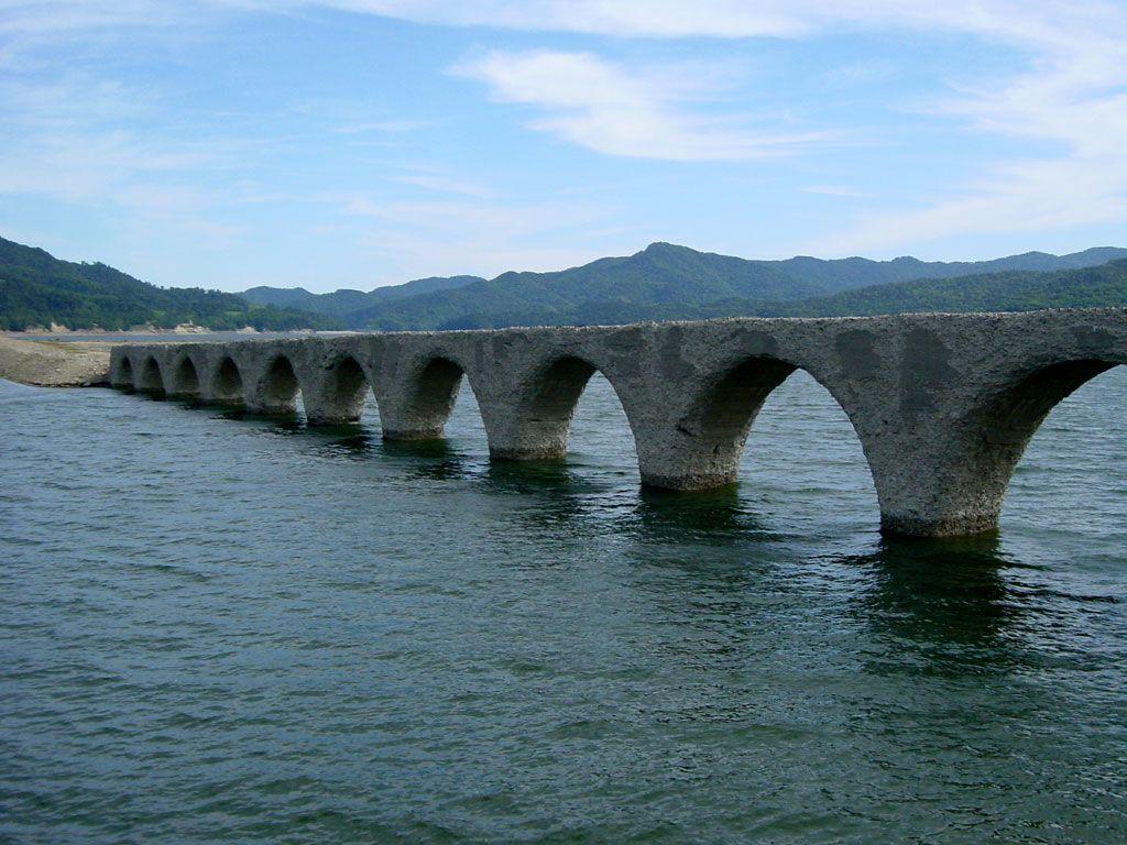 崩壊する前に見ておきたい幻の「タウシュベツ川橋梁」