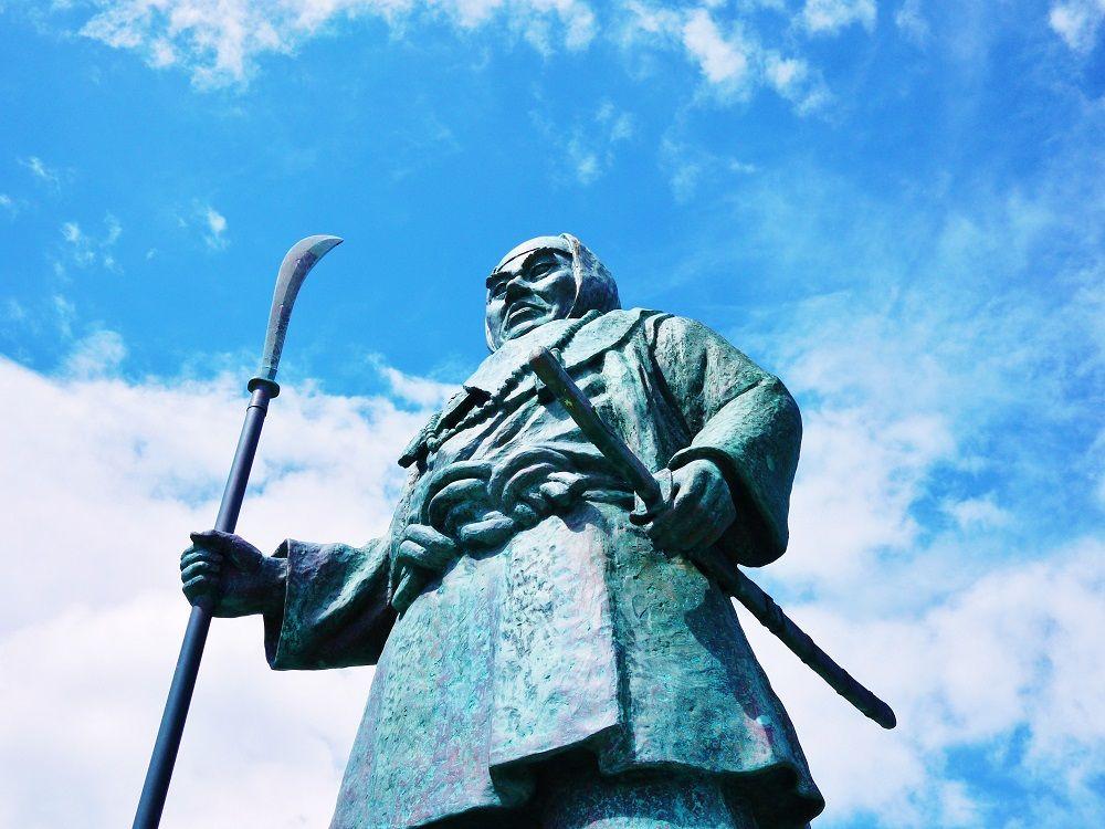 北海道寿都町「弁慶岬」に立つ武蔵坊弁慶像