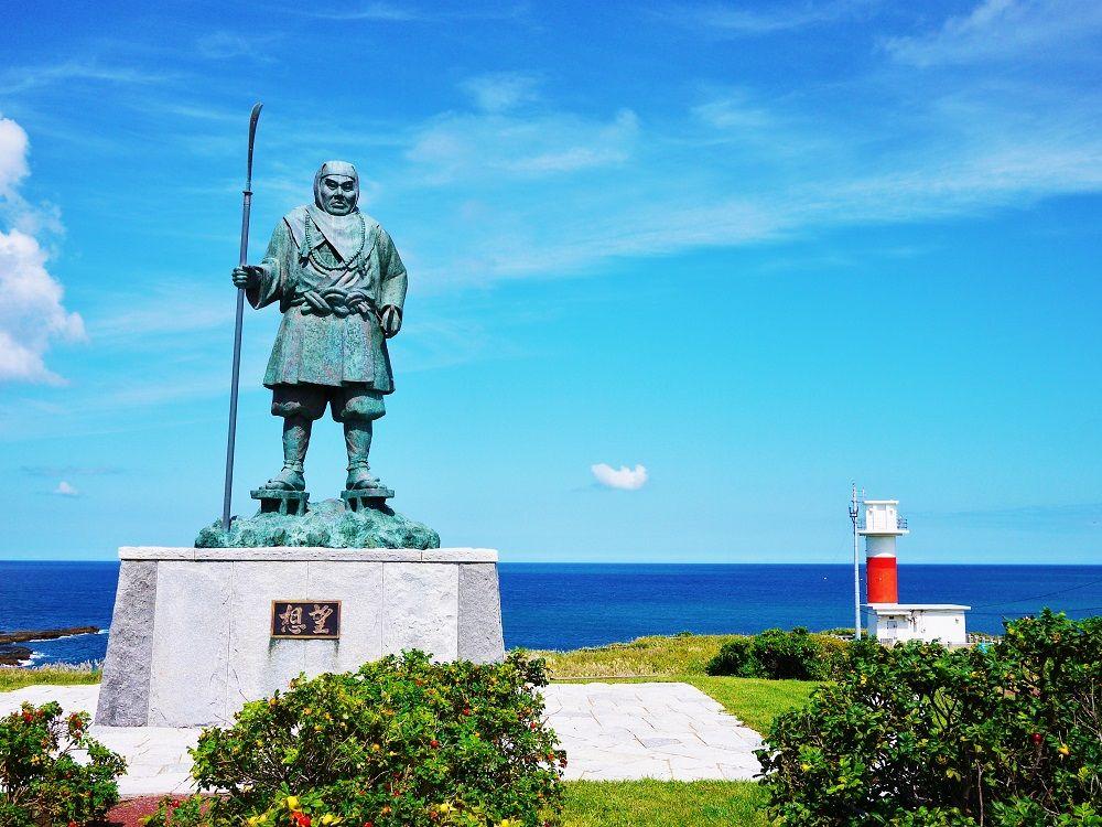 日本海の青い海が美しい「弁慶岬」を弁慶に思いを馳せて歩いてみよう