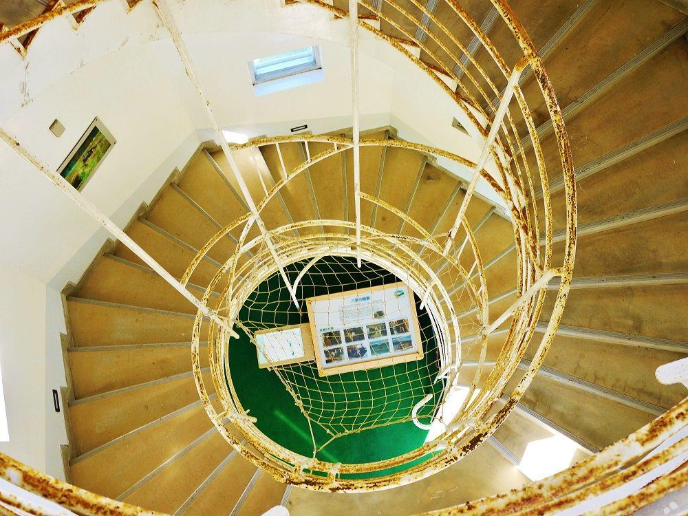 「八雲町乳牛育成牧場」展望台の内部は螺旋階段と酪農資料展示