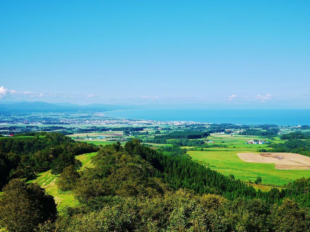 大パノラマ!「八雲町乳牛育成牧場」展望台からの眺め