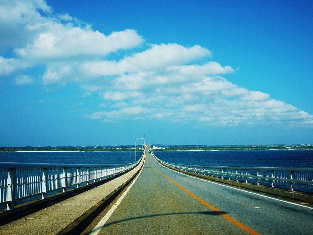 宮古ブルーの中をドライブ!宮古島と宮古列島を結ぶ3つの大橋