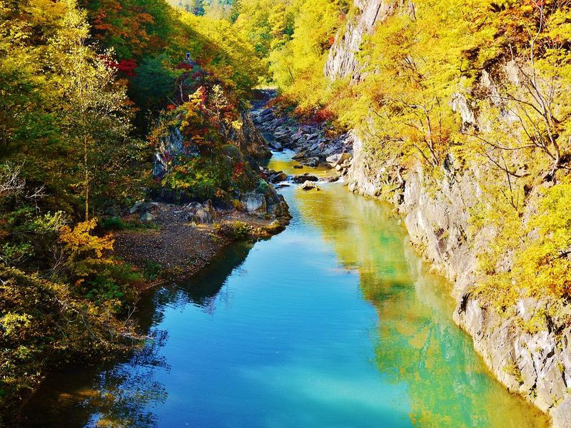 秋色渓谷の絶景!紅葉の定山渓散策路・二見公園・二見吊橋